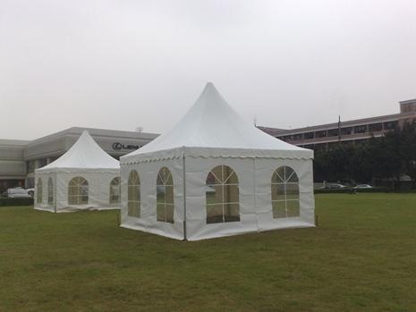狂风暴雨时  看看帐篷篷房会不会受影响